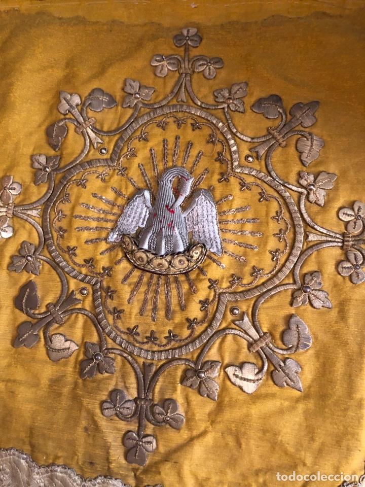 Antigüedades: Capillo bordado en oro fino con pelícano - Foto 2 - 251795940