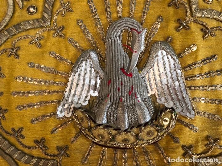 Antigüedades: Capillo bordado en oro fino con pelícano - Foto 3 - 251795940