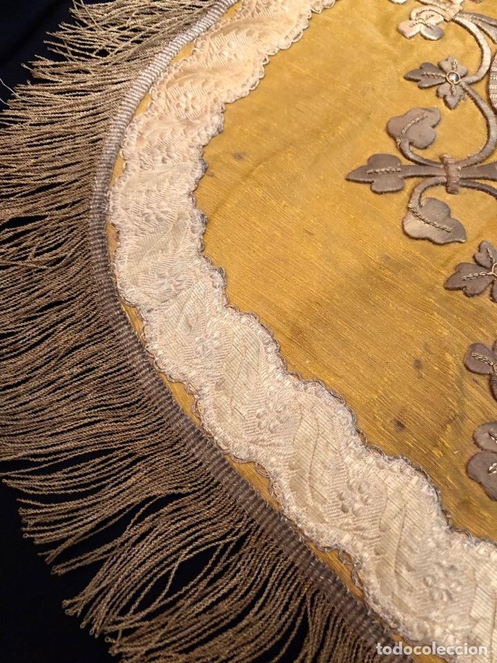 Antigüedades: Capillo bordado en oro fino con pelícano - Foto 4 - 251795940
