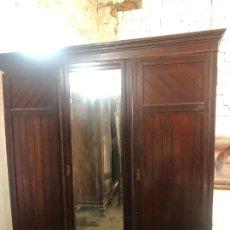 Antigüedades: ESPECTACULAR ARMARIO ALFONSINO DE TRES PUERTAS - MEDIDAS 215X206X55 CM. Lote 251848020