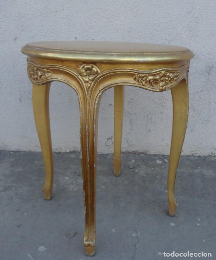 Antigüedades: Pareja de mesas auxiliares, veladores en madera tallada y sobredorada, estilo LXVI - Foto 4 - 251876155
