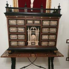 Antigüedades: IMPRESIONANTE BARGUEÑO EN MADERA EBONIZADA Y PLACAS DE HUESO. Lote 251899380