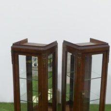 Antiquités: PAREJA DE ANTIGUAS VITRINAS FRANCESAS CLASICAS DE MADERA MUY SOLIDAS – SOLO RECOGIDA LOCAL. Lote 251899855