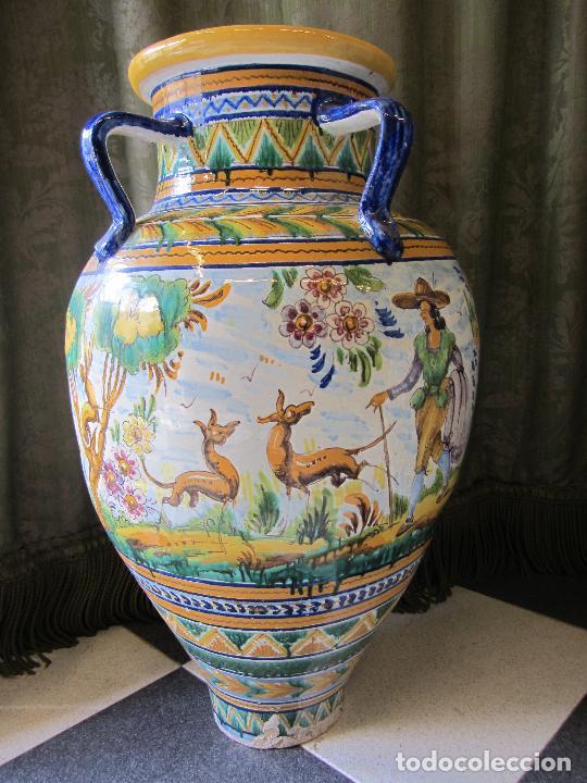 ENORME JARRON ORNAMENTAL EN CERÁMICA DE TRIANA - RAMOS REJANO - SIGLO XX (Antigüedades - Porcelanas y Cerámicas - Triana)