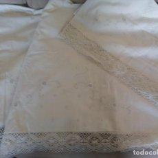 Antigüedades: SABANA DE ALGODON. BORDADA A MANO. ENCAJE DE BOLILLOS.2,05M (RF:LL-64/C). Lote 251974110