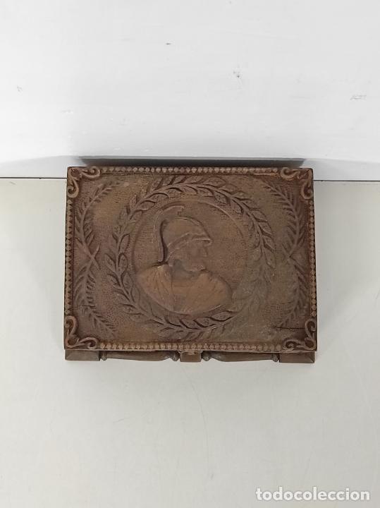 Antigüedades: Preciosa Caja Estilo Renacimiento - Finísima Talla en Madera de Haya, Color Nogal - Foto 3 - 252093600