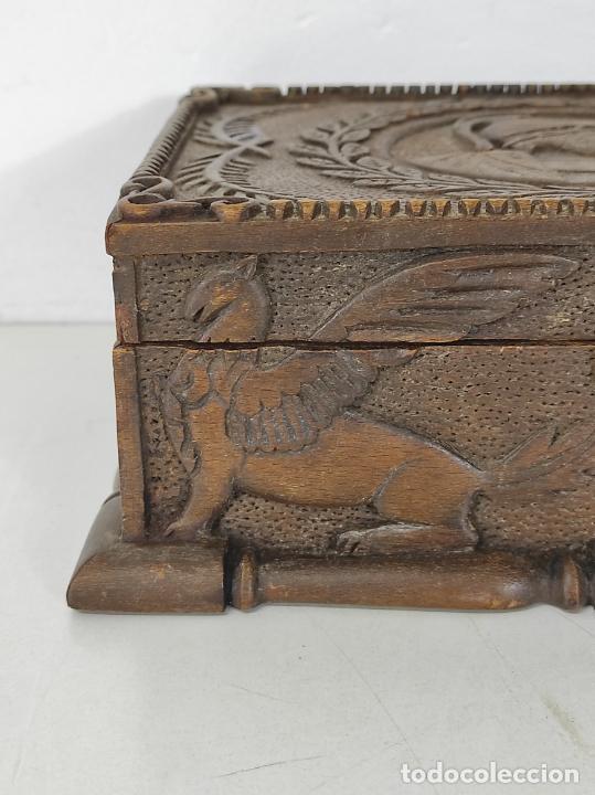 Antigüedades: Preciosa Caja Estilo Renacimiento - Finísima Talla en Madera de Haya, Color Nogal - Foto 6 - 252093600