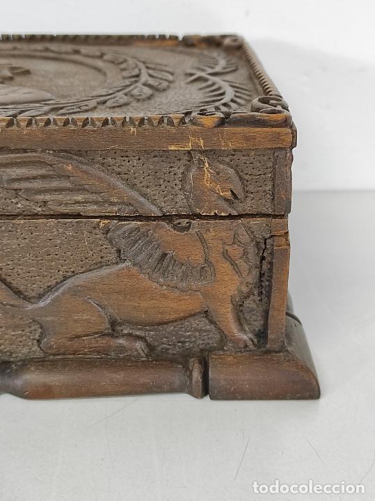 Antigüedades: Preciosa Caja Estilo Renacimiento - Finísima Talla en Madera de Haya, Color Nogal - Foto 8 - 252093600