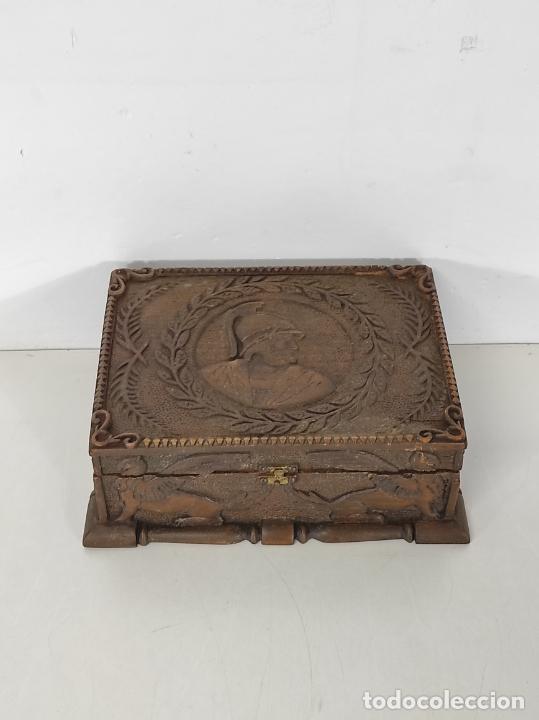 Antigüedades: Preciosa Caja Estilo Renacimiento - Finísima Talla en Madera de Haya, Color Nogal - Foto 9 - 252093600