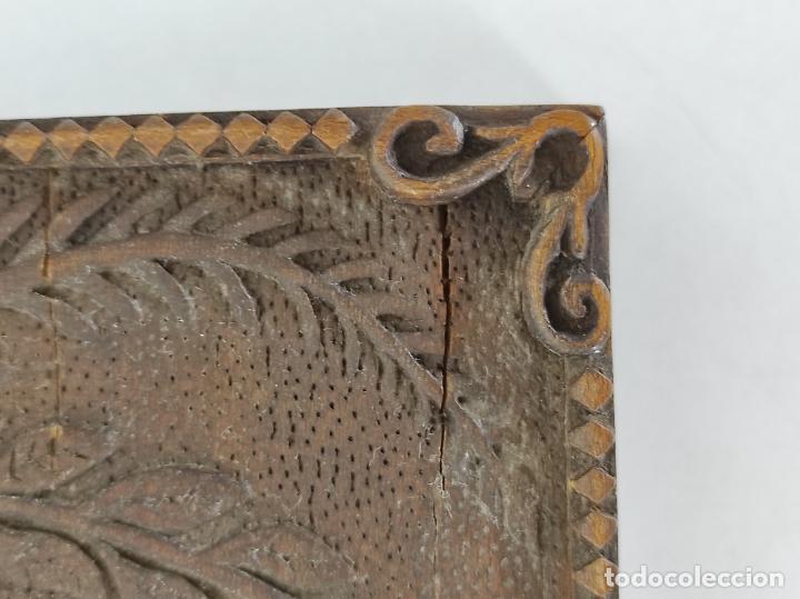Antigüedades: Preciosa Caja Estilo Renacimiento - Finísima Talla en Madera de Haya, Color Nogal - Foto 12 - 252093600