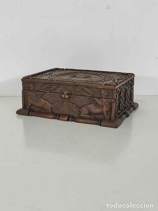 Antigüedades: Preciosa Caja Estilo Renacimiento - Finísima Talla en Madera de Haya, Color Nogal - Foto 13 - 252093600