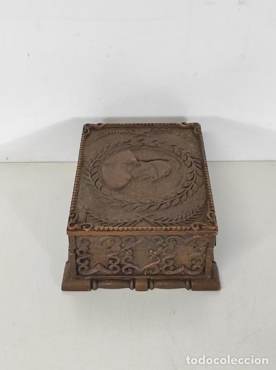 Antigüedades: Preciosa Caja Estilo Renacimiento - Finísima Talla en Madera de Haya, Color Nogal - Foto 14 - 252093600