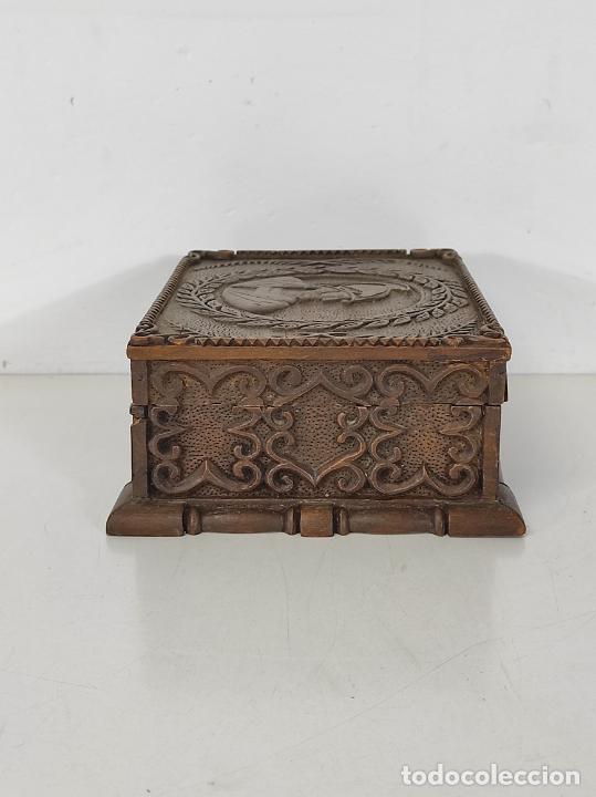 Antigüedades: Preciosa Caja Estilo Renacimiento - Finísima Talla en Madera de Haya, Color Nogal - Foto 15 - 252093600