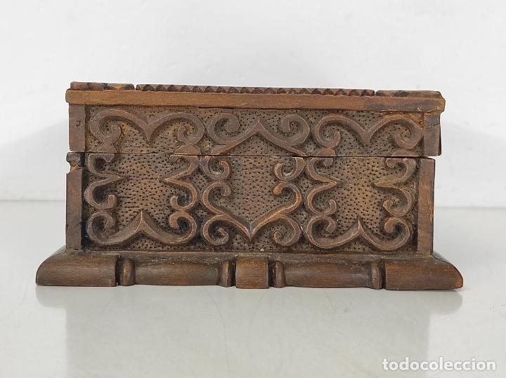 Antigüedades: Preciosa Caja Estilo Renacimiento - Finísima Talla en Madera de Haya, Color Nogal - Foto 16 - 252093600