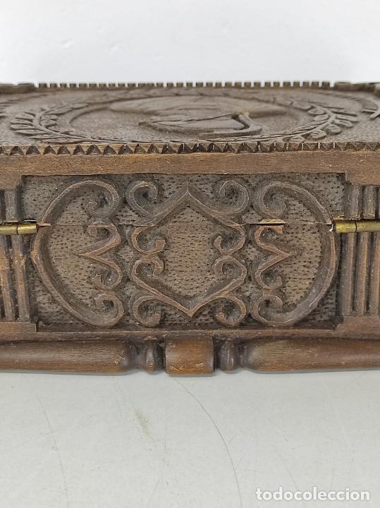 Antigüedades: Preciosa Caja Estilo Renacimiento - Finísima Talla en Madera de Haya, Color Nogal - Foto 18 - 252093600