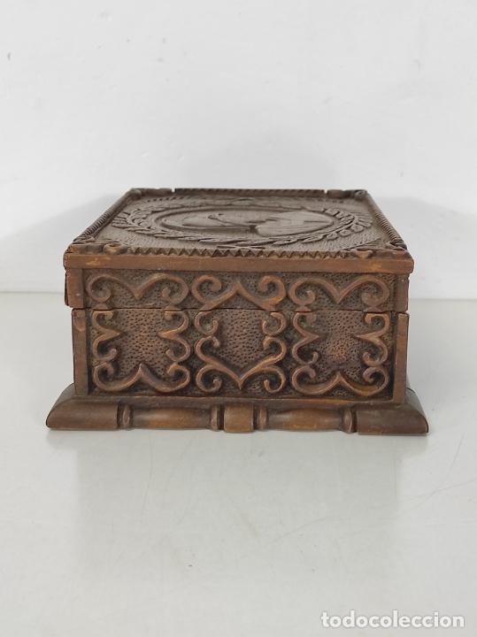 Antigüedades: Preciosa Caja Estilo Renacimiento - Finísima Talla en Madera de Haya, Color Nogal - Foto 19 - 252093600