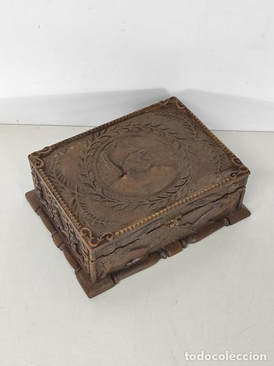 Antigüedades: Preciosa Caja Estilo Renacimiento - Finísima Talla en Madera de Haya, Color Nogal - Foto 20 - 252093600