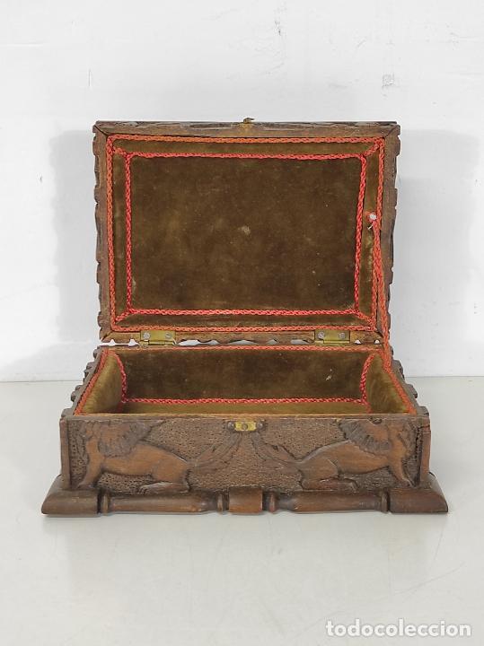 Antigüedades: Preciosa Caja Estilo Renacimiento - Finísima Talla en Madera de Haya, Color Nogal - Foto 21 - 252093600