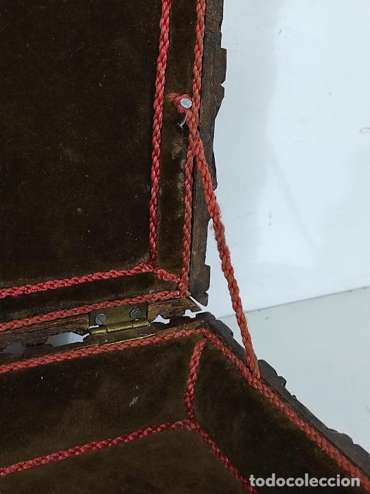 Antigüedades: Preciosa Caja Estilo Renacimiento - Finísima Talla en Madera de Haya, Color Nogal - Foto 22 - 252093600