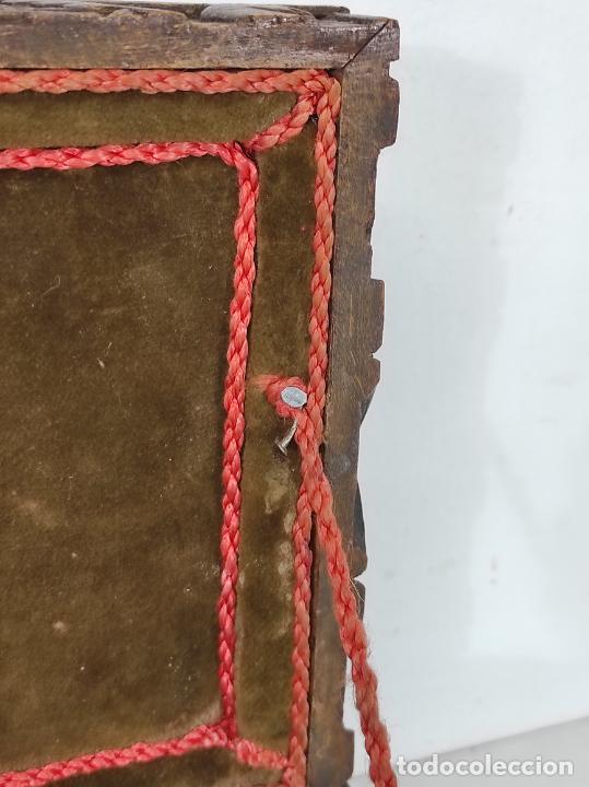 Antigüedades: Preciosa Caja Estilo Renacimiento - Finísima Talla en Madera de Haya, Color Nogal - Foto 23 - 252093600