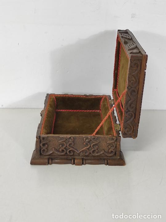 Antigüedades: Preciosa Caja Estilo Renacimiento - Finísima Talla en Madera de Haya, Color Nogal - Foto 24 - 252093600