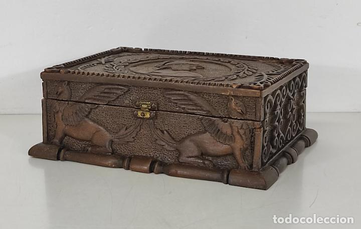 Antigüedades: Preciosa Caja Estilo Renacimiento - Finísima Talla en Madera de Haya, Color Nogal - Foto 26 - 252093600