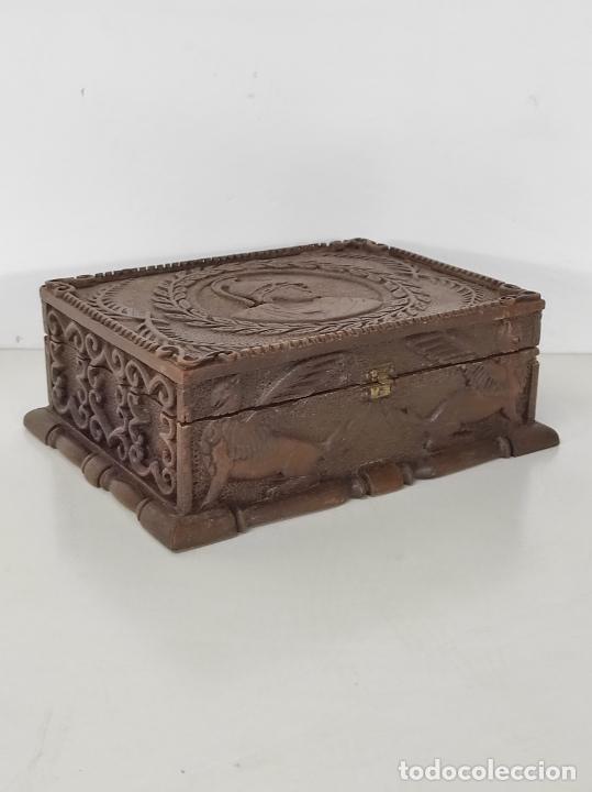Antigüedades: Preciosa Caja Estilo Renacimiento - Finísima Talla en Madera de Haya, Color Nogal - Foto 27 - 252093600