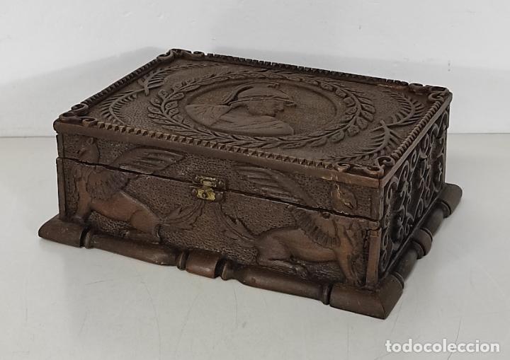 PRECIOSA CAJA ESTILO RENACIMIENTO - FINÍSIMA TALLA EN MADERA DE HAYA, COLOR NOGAL (Antigüedades - Hogar y Decoración - Cajas Antiguas)