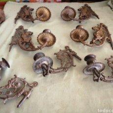 Antigüedades: LOTE DE 7 APLIQUES DE BRONCE PORTAVELAS. Lote 252151335