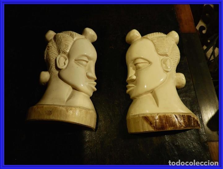 PRECIOSOS APOYALIBROS CON DOS CARAS DE MARFIL (Antigüedades - Hogar y Decoración - Otros)