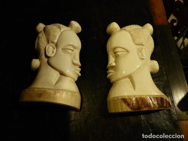 Antigüedades: PRECIOSOS APOYALIBROS CON DOS CARAS DE MARFIL - Foto 2 - 252159215