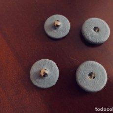 Antigüedades: 2 BOTONES AUTOMATICOS DE PRESIÓN. FORRADOS DE TELA GRIS CLARO. 15 MM. Lote 252172220