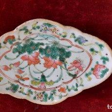 Antigüedades: CENTRO SIGLO XIX CHINO EN PORCELANA. Lote 252185110