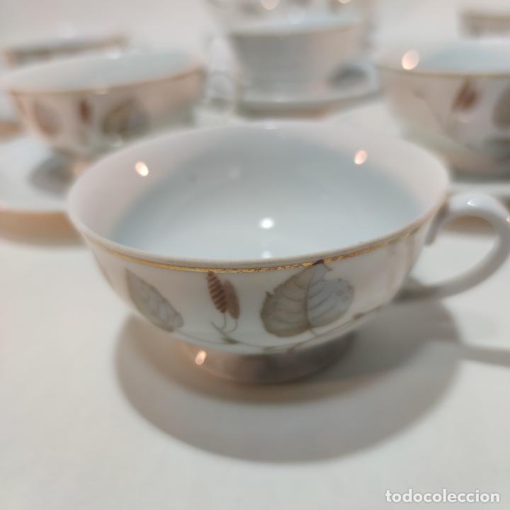 Antigüedades: Juego de café o té de porcelana Santa Clara. Vigo. 6 tazas. 5 platos. Tetera, azucarero, jarrita lec - Foto 3 - 252208045