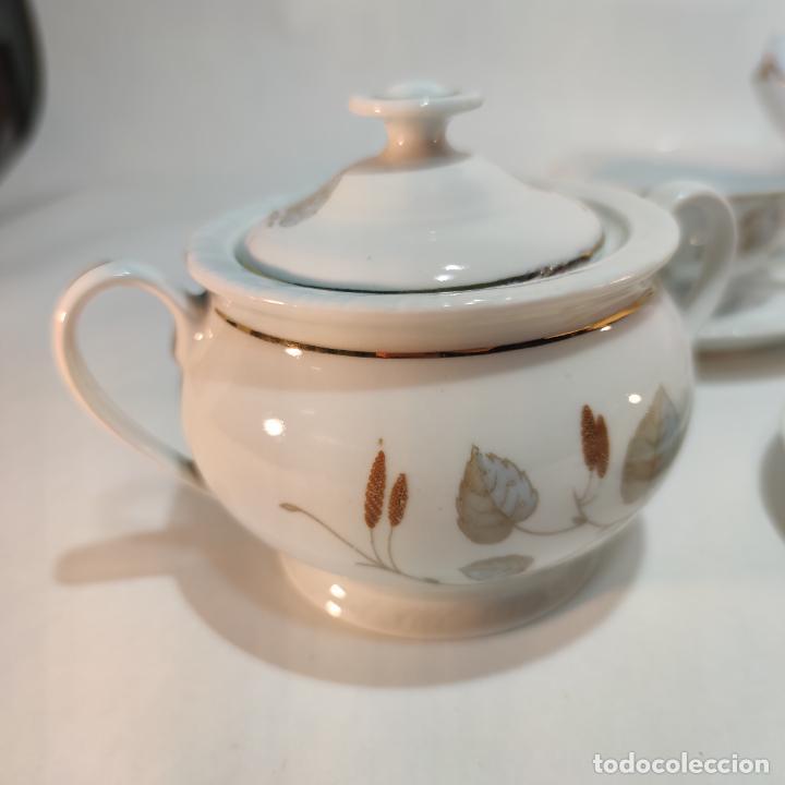 Antigüedades: Juego de café o té de porcelana Santa Clara. Vigo. 6 tazas. 5 platos. Tetera, azucarero, jarrita lec - Foto 4 - 252208045