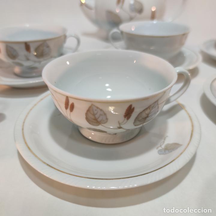 Antigüedades: Juego de café o té de porcelana Santa Clara. Vigo. 6 tazas. 5 platos. Tetera, azucarero, jarrita lec - Foto 5 - 252208045