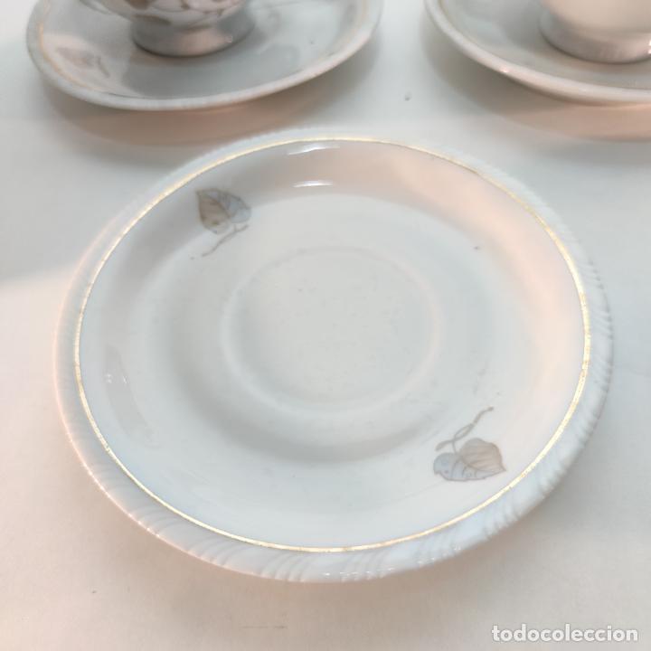Antigüedades: Juego de café o té de porcelana Santa Clara. Vigo. 6 tazas. 5 platos. Tetera, azucarero, jarrita lec - Foto 6 - 252208045