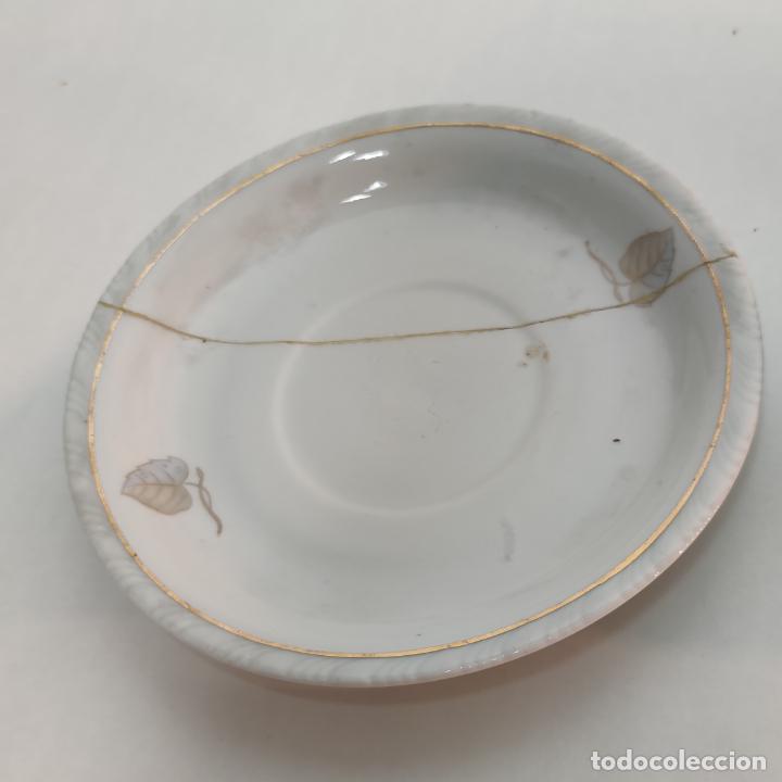 Antigüedades: Juego de café o té de porcelana Santa Clara. Vigo. 6 tazas. 5 platos. Tetera, azucarero, jarrita lec - Foto 8 - 252208045
