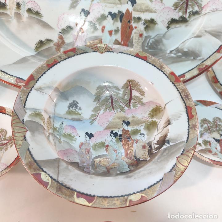 Antigüedades: Espectacular conjunto de piezas de porcelana japonesa Kutani. Enorme fuente firmada de 51 cm. - Foto 2 - 252213700
