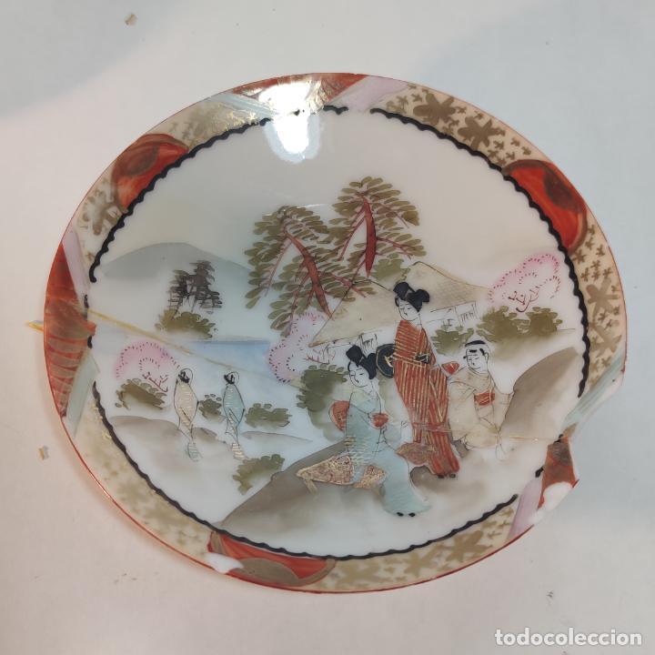 Antigüedades: Espectacular conjunto de piezas de porcelana japonesa Kutani. Enorme fuente firmada de 51 cm. - Foto 5 - 252213700