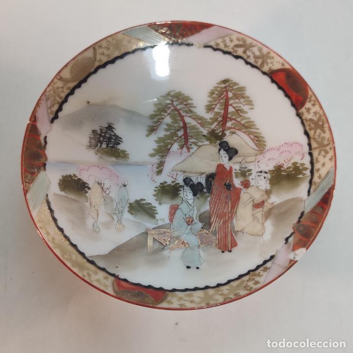 Antigüedades: Espectacular conjunto de piezas de porcelana japonesa Kutani. Enorme fuente firmada de 51 cm. - Foto 9 - 252213700