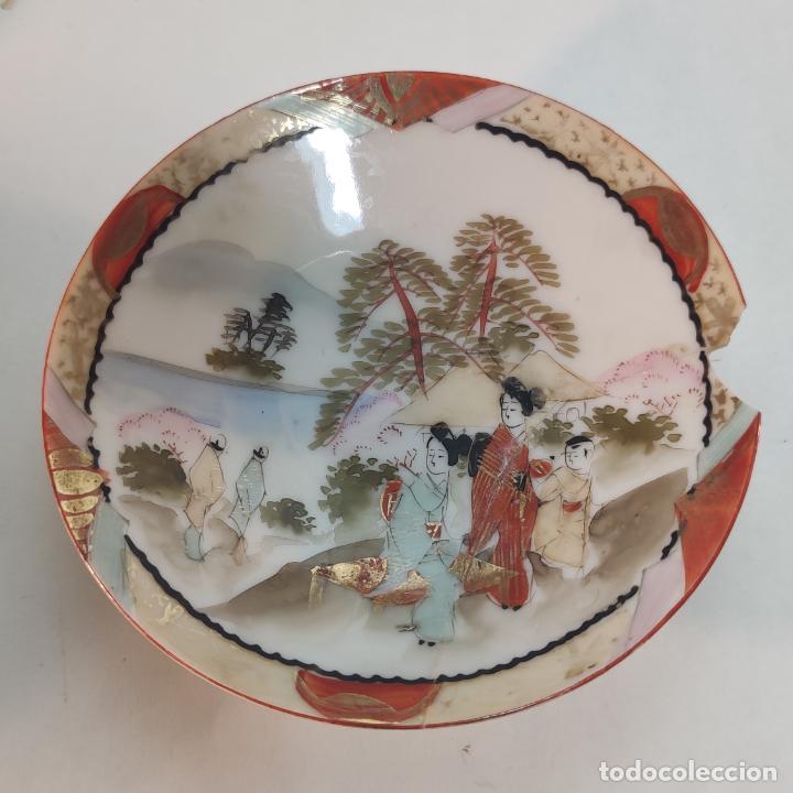 Antigüedades: Espectacular conjunto de piezas de porcelana japonesa Kutani. Enorme fuente firmada de 51 cm. - Foto 11 - 252213700