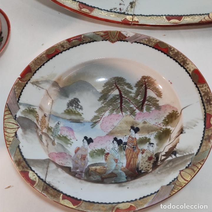 Antigüedades: Espectacular conjunto de piezas de porcelana japonesa Kutani. Enorme fuente firmada de 51 cm. - Foto 13 - 252213700