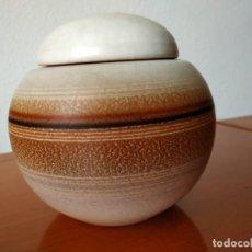 Antigüedades: BOMBONERA DE CERÁMICA DE SERRA. Lote 252249715