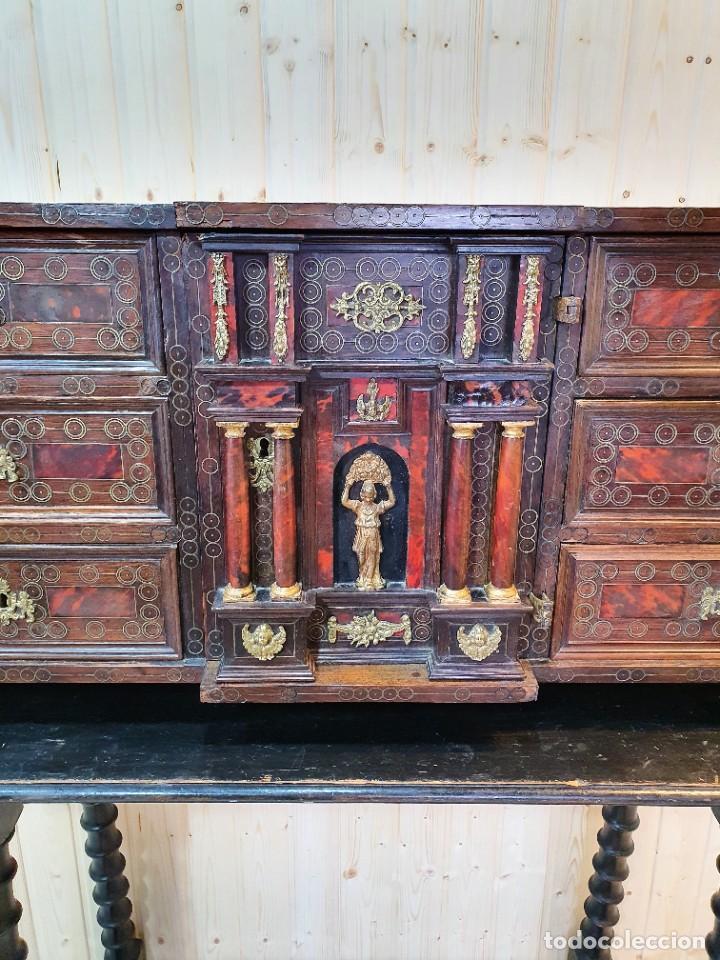 ANTIGUO BARGUEÑO ITALIANO DE CAREY Y DETALLES DE BRONCE (Antigüedades - Muebles Antiguos - Bargueños Antiguos)