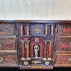 Antigüedades: ANTIGUO BARGUEÑO ITALIANO DE CAREY Y DETALLES DE BRONCE. Lote 252261850