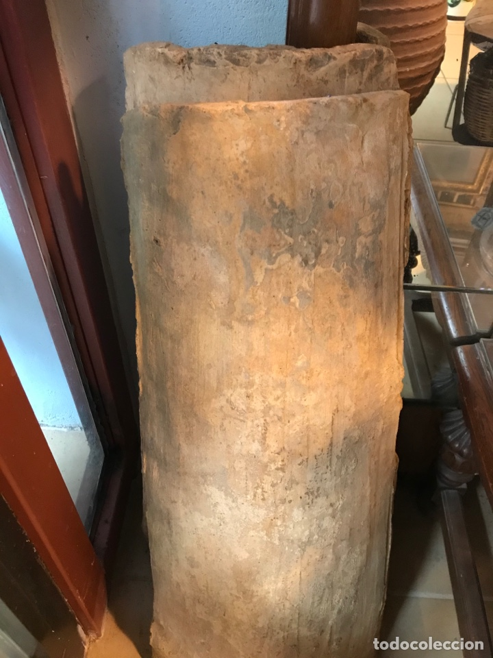 TEJA CURVA, DEL MONASTERIO DE SANTES CREUS, .74 X 40 X 30 CM, SIGLO XV. (Antigüedades - Porcelanas y Cerámicas - Catalana)