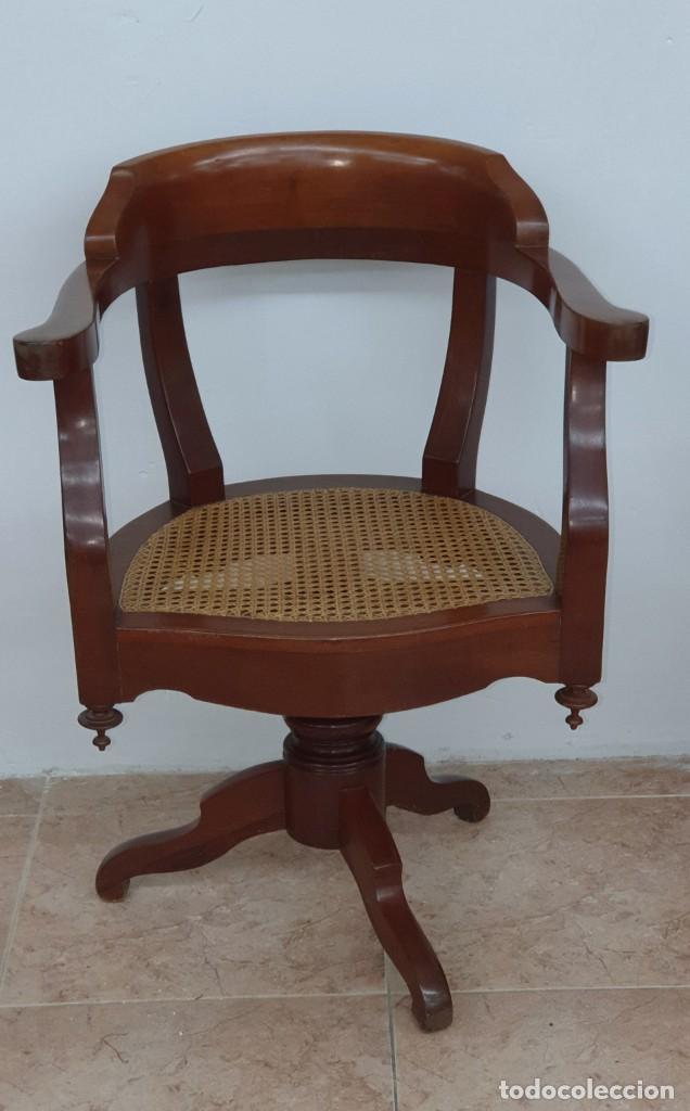 PRECIOSO SILLÓN DE BARBERO ISABELINO - CAOBA - GIRATORIO - PERFECTO ESTADO. (Antigüedades - Muebles Antiguos - Sillones Antiguos)