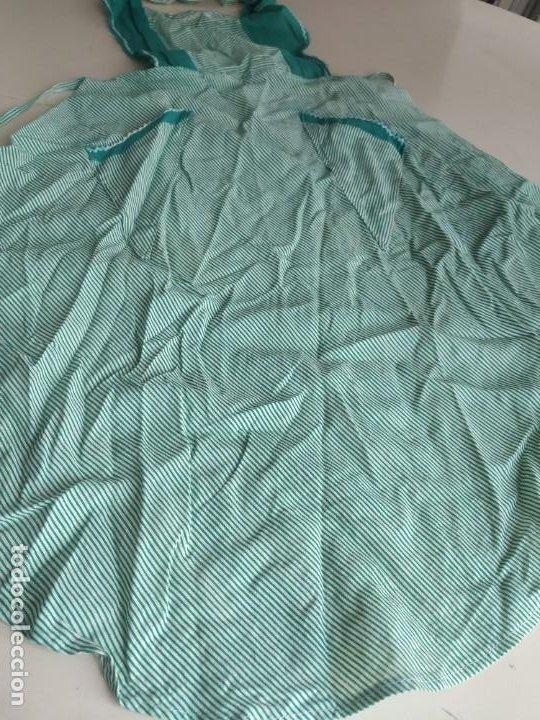 Antigüedades: Antiguo delantal mandil de tela a rayas con bordados. Dos bolsillos - Foto 4 - 252319925