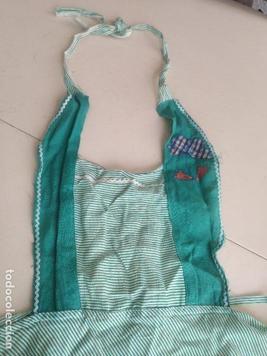 Antigüedades: Antiguo delantal mandil de tela a rayas con bordados. Dos bolsillos - Foto 5 - 252319925